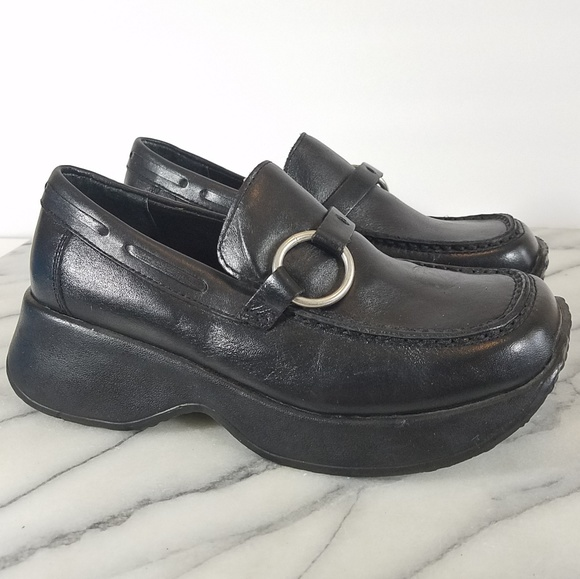 2824494ec7b Vintage 90s Steve Madden Chunky Platform Loafers. M 5b4542bd8ad2f9be61cf56a4